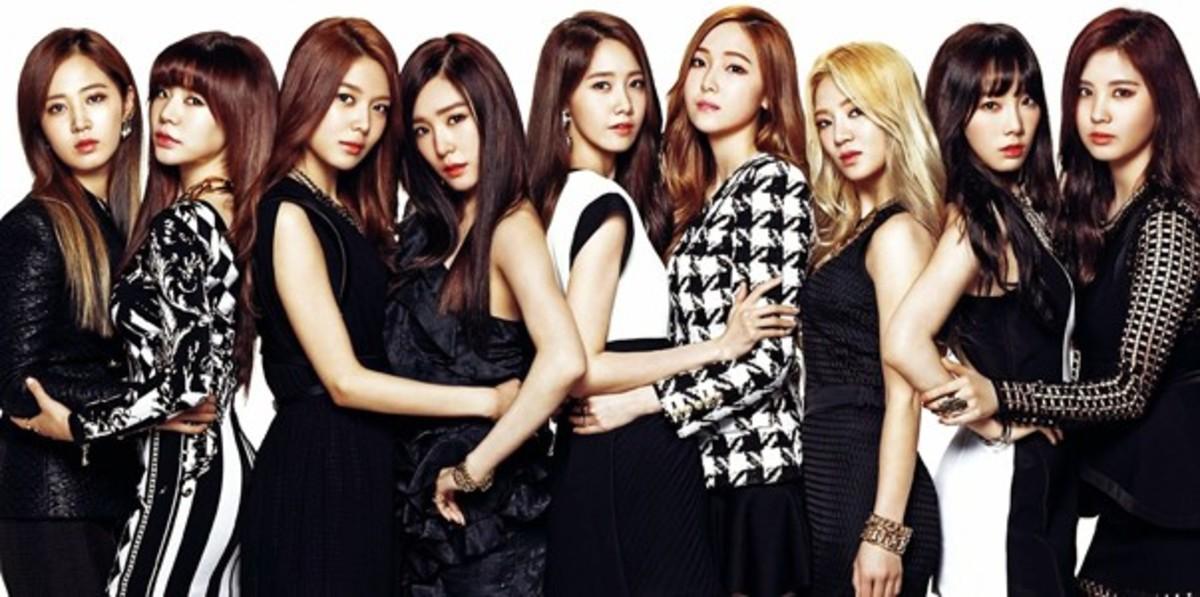 Kwon Yuri, Sunny, Im Yoona, Jessica Jung, Kim Hyo-yeon, Seohyun posing for the camera